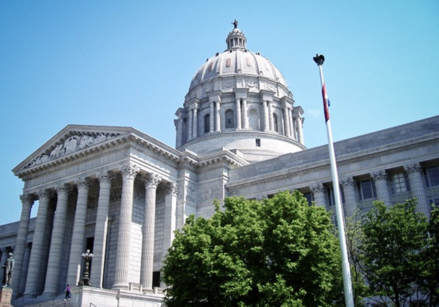 Missouri to Vote on Prayer Amendment as Critics Warn of Legal Nightmares