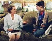 Clarisee (Julie Andrews) and Mia (Anne Hathaway) discuss the finer things