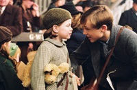 Lucy (Georgie Henley) and Peter (William Moseley) at the London train station