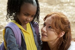 Gabriella Phillips as Keisha, Lynn Collins as Samantha