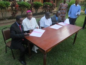 Church leaders sign Bangui Declaration.