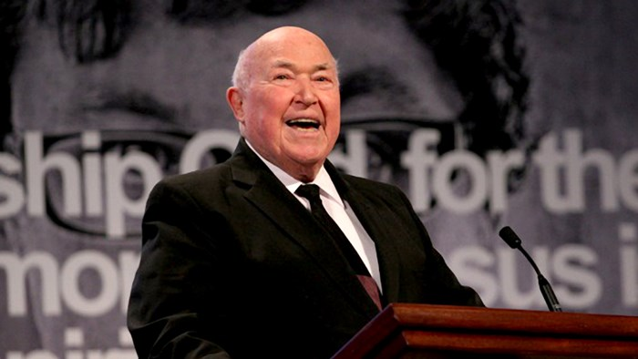 Chuck Smith's Daughter Sues Calvary Chapel over Founder's Last Days