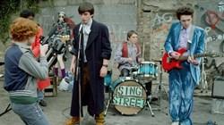 Ferdia Walsh-Peelo and Mark McKenna in 'Sing Street'