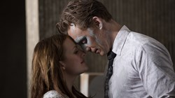 Elisabeth Moss and Tom Hiddleston in 'High-Rise'