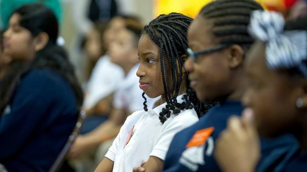 Ayudando a los estudiantes minoritarios que tengan éxito en el salón de clase