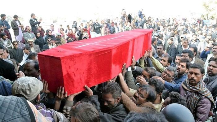 Pakistani Christians Bury 11 After ISIS Attacks Methodist Church