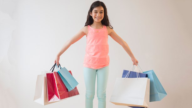 Dad Gives Shopping Spree to Girl Bullied by Teen Daughter