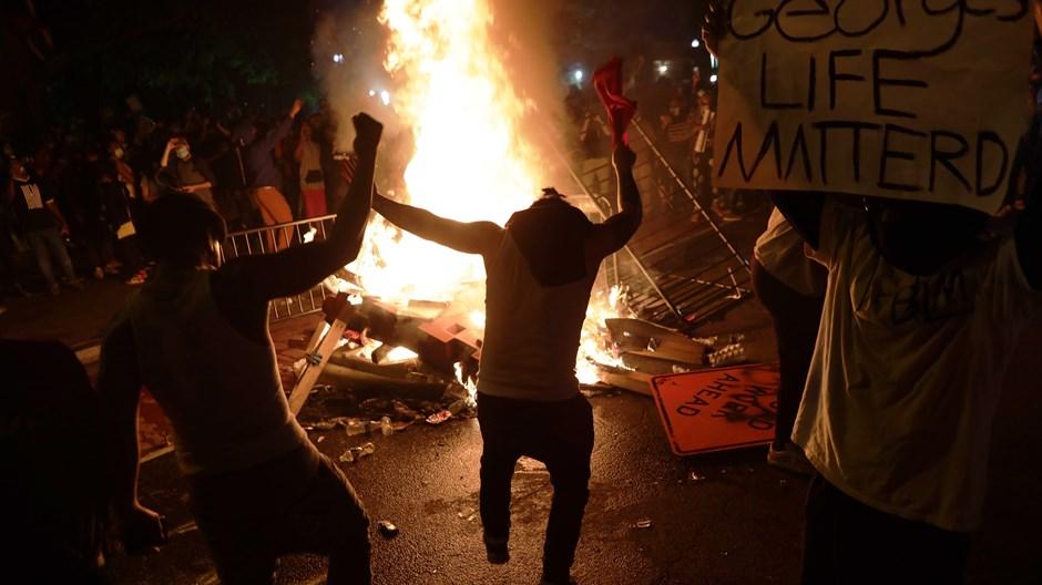 Uma nação em chamas precisa do fogo do Espírito