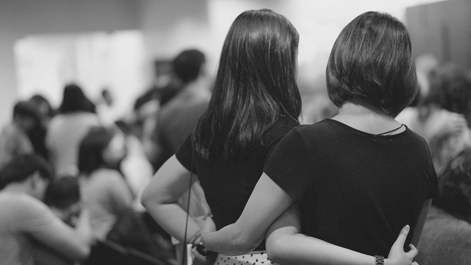 """Por que este é o momento do """"abraço lateral"""" do cristão"""