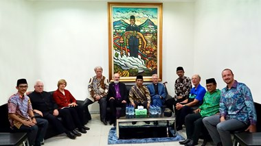 NU leaders explained to WEA leaders the meaning of a painting which embodies Muslim-Christian friendship by depicting Sukarno, the leader of Indonesia's fight for independence, holding the dead body of a fallen Christian comrade.