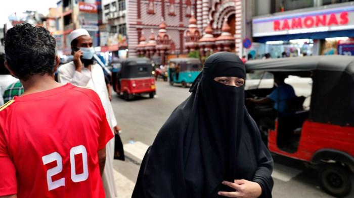 Sri Lanka Mulls Banning Burqas and Closing 1,000 Madrassas