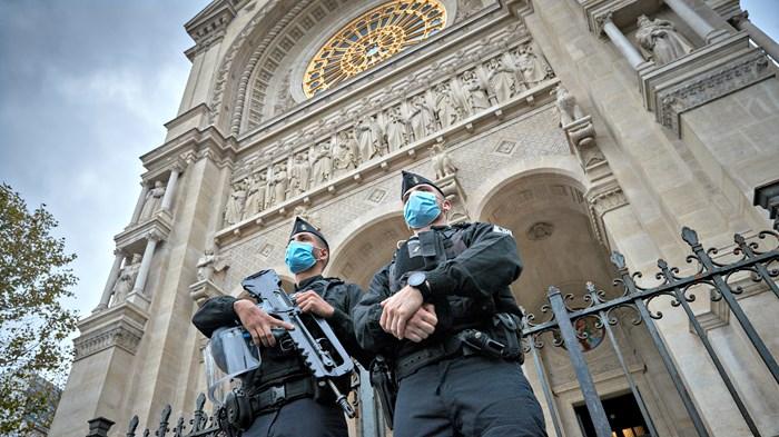 As French Senate Tightens Church Controls, Christian Advocates Avoid Fear
