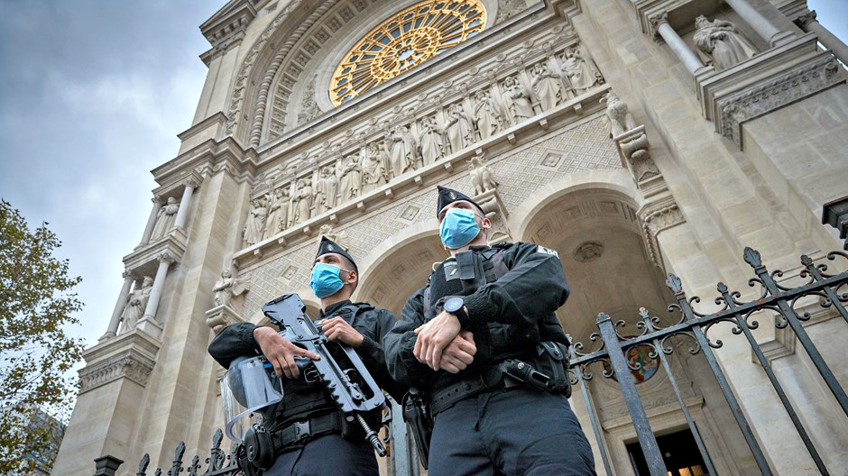 Alors que le Sénat français vote pour renforcer le contrôle des Églises, les chrétiens protestent sans crainte
