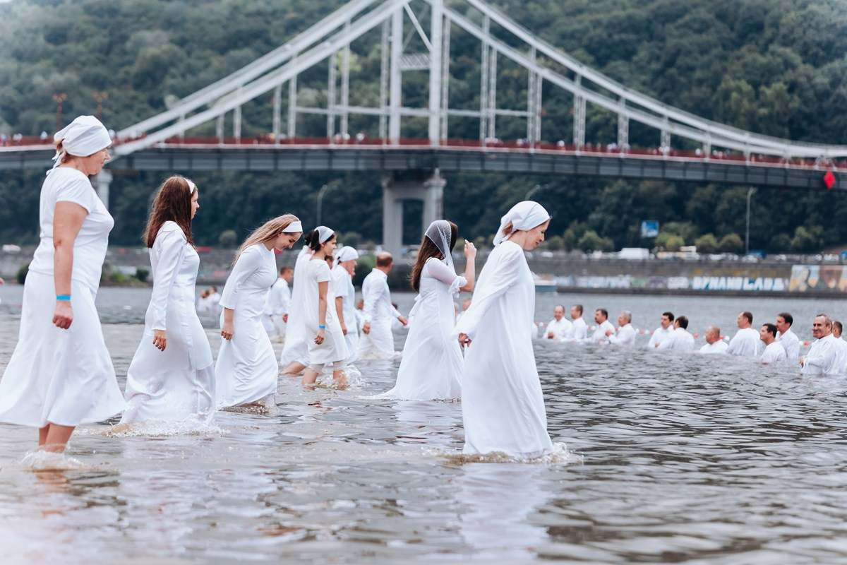 A mass baptism in Kyiv conducted by Ukrainian evangelical churches in 2018.
