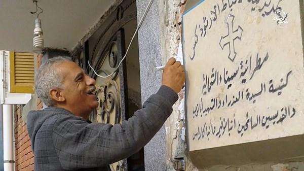 纳比尔·哈巴什·萨拉马在他的科普特教堂——埃及北西奈省比尔·艾布德的圣玛丽—圣阿巴努布—圣卡拉斯教堂。