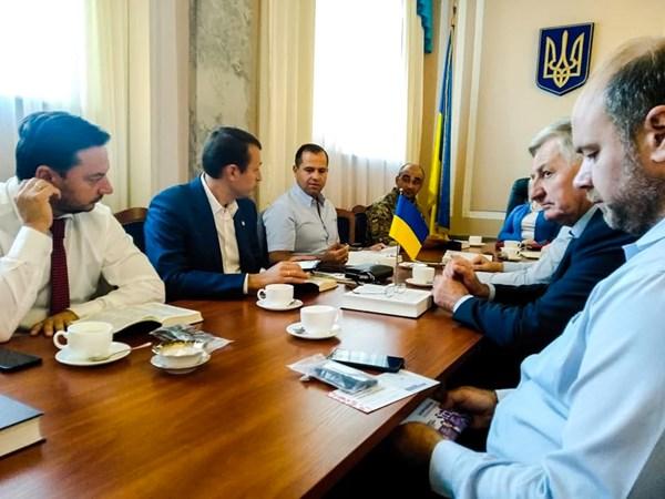 Изучение Библии в украинском парламенте.