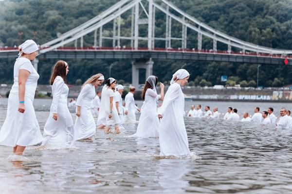 Массовое крещение в Киеве, проведенное украинскими евангельскими церквями в 2018 году.