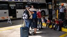 Los solicitantes de asilo entran a Estados Unidos agradeciendo a Dios por los milagros