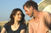 Ralph Fiennes plays a British diplomat in Nairobi, while Rachel Weisz plays his political activist wife