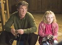 Ben Crane (Kurt Russell) and his daughter Cale (Dakota Fanning) are trying to get their horse ready for the Breeders' Cup