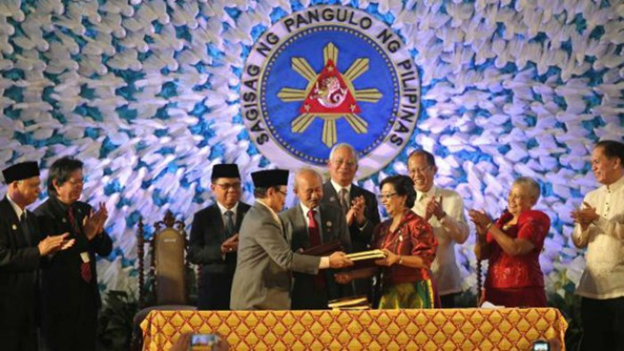 Evangelicals Back Peace Pact with Islamic Rebels in Philippines