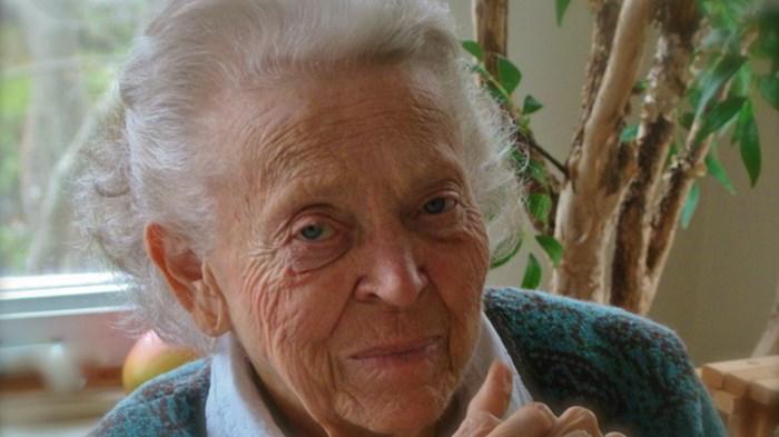 La misionera pionera Elisabeth Elliot camina por los portales del esplendor