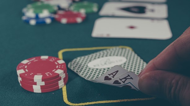 Poker Players Show Amazing Observation Skills