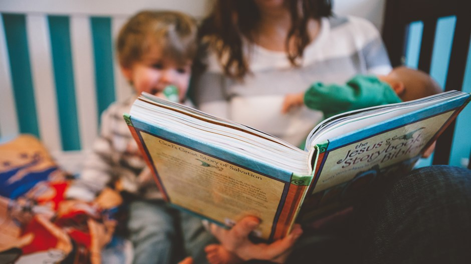 10 Books You Should Read to Your Kids This Christmas