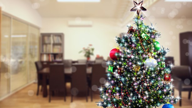 Psychologist: Workers Are Less Productive with Christmas Music Playing