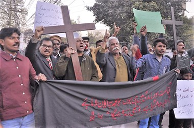 Punjabi Christian protesters outside Lahore Press Club shortly after the church attack.