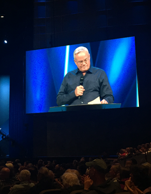 Hybels announces his decision to step down.