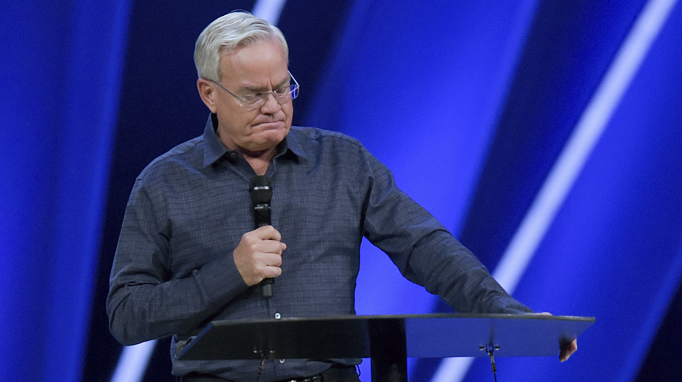 Willow Creek Promises Investigation Amid New Allegations A