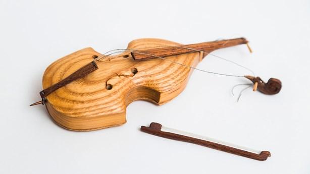 Beautiful Symphony Uses 400 Broken Instruments