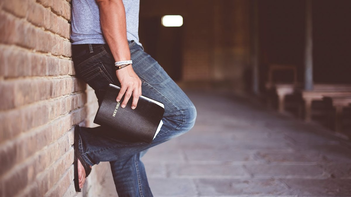 What Is Appropriate To Wear In Church? (2 Reasons It Doesn't Matter And 3 Guidelines)