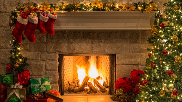 Study Links Happiness to Early Holiday Decorating