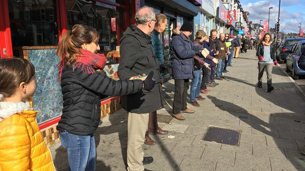 Hundreds Form a Human Chain to Move a Small Bookstore