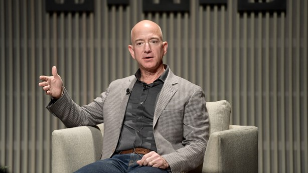 Amazon CEO Helps a Concerned Customer at Shareholder Meeting