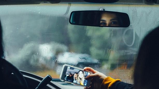 Suspected Car Thieves Leave Selfies Behind in Vehicle