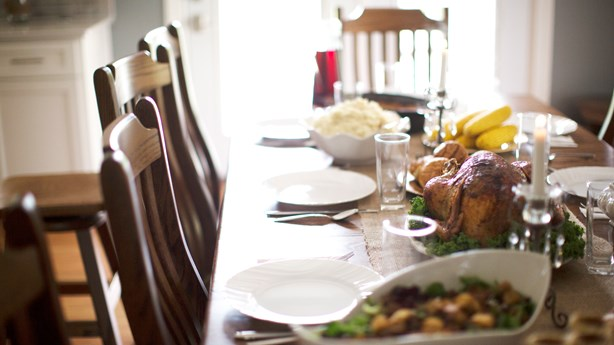 Man Hosts A Free Thanksgiving Dinner for All Who RSVP